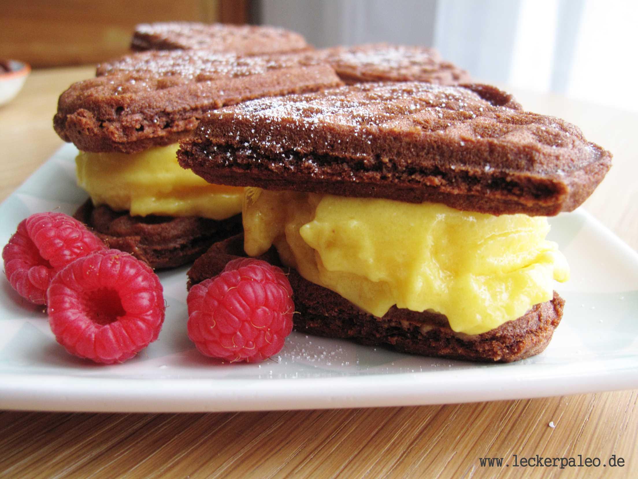 Brownie-Waffeln mit Haselnüssen und Mango-Sorbet